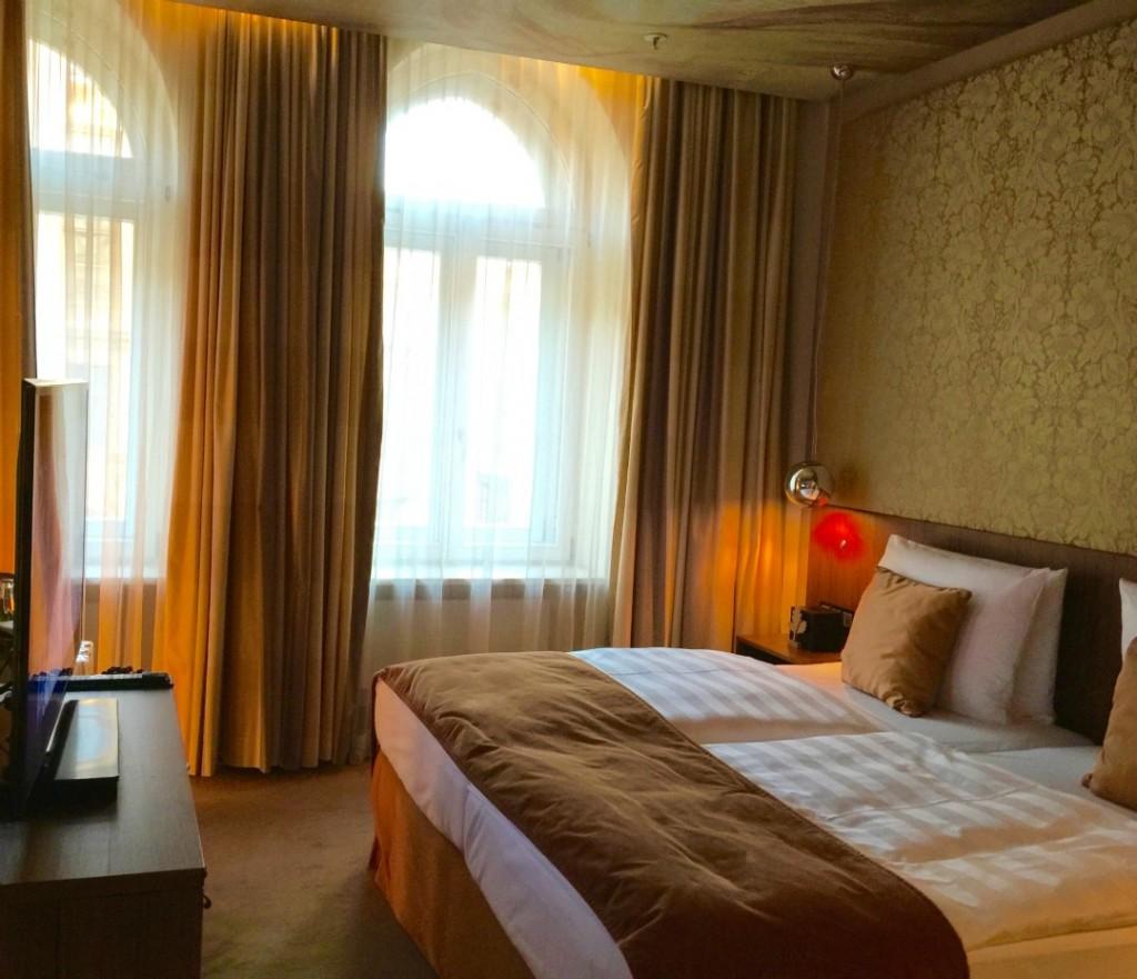 Where to stay in Munich Germany, Munich Luxury Hotel Review, hotel vier jahreszeiten kempinski munich lobby Hotel Vier Jahreszeiten Kempinski Munich Lobby