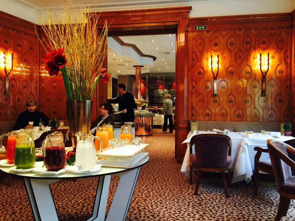 Where to stay in Munich Germany, Munich Luxury Hotel Review, hotel vier jahreszeiten kempinski munich lobby Hotel Vier Jahreszeiten Kempinski Munich, hotel vier jahreszeiten kempinski munich dining room