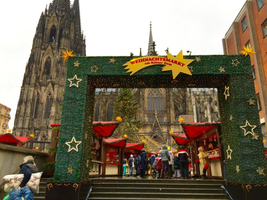 Cologne Germany Christmas Market, Things to do in Cologne Germany, Christmas Tra vel, European Christmas Market,cologne christmas market cathedral