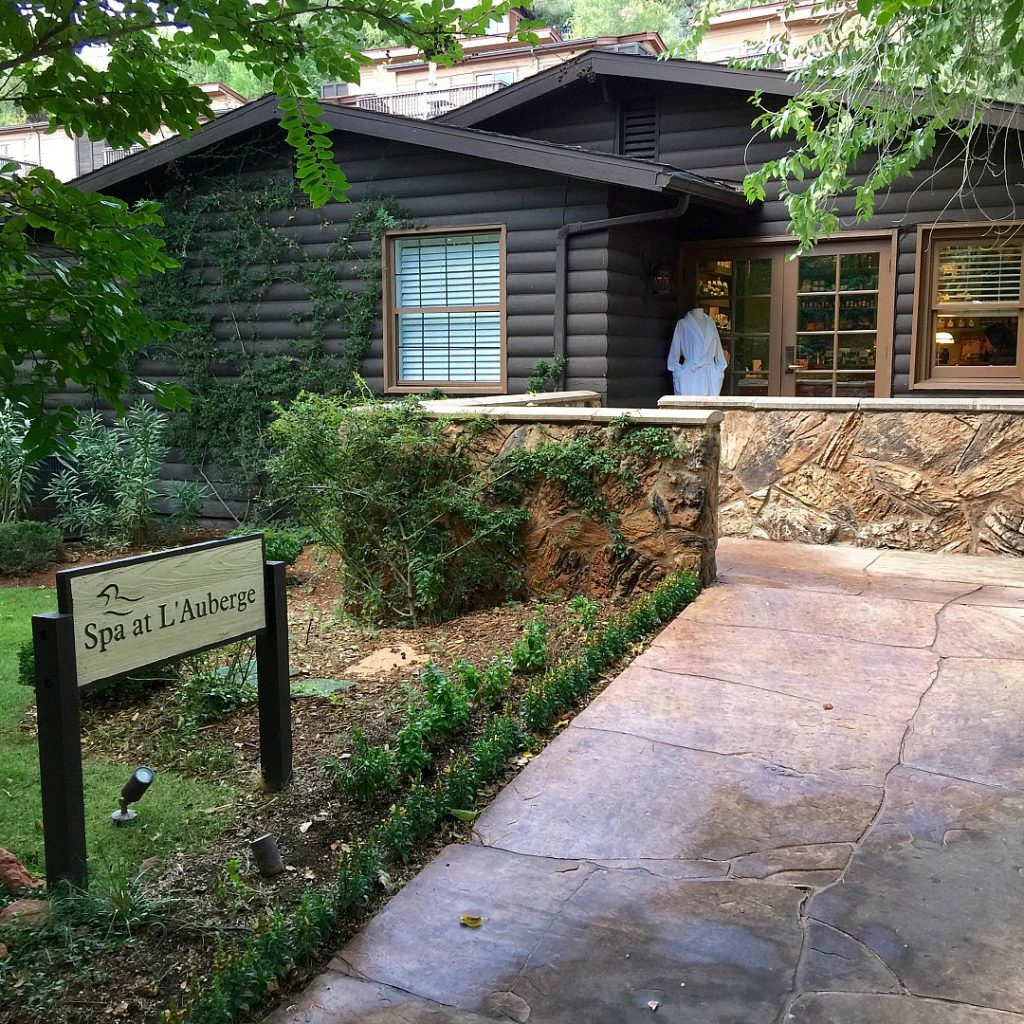 L'Auberge de Sedona is an excellent choice for accommodations in Sedona, Arizona, and THE place to stay for people visiting with dogs. L'Auberge de Sedona Review, Sedona Arizona Luxury Hotels, Where to stay in Sedona, Best Hotels in Sedona. LAuberge Spa