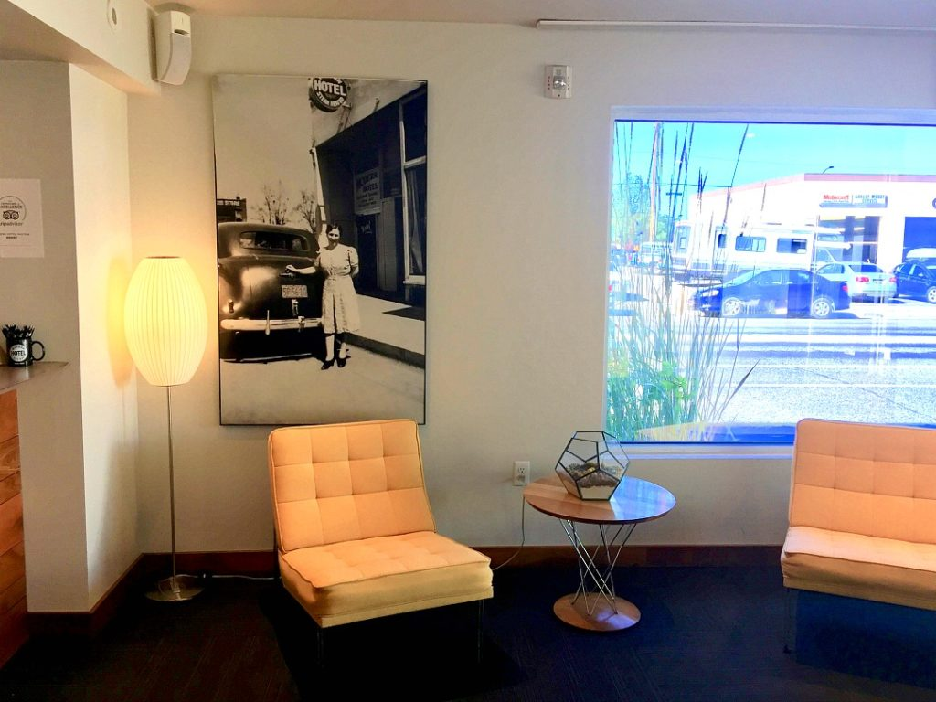 The Modern Hotel in Boise is a refurbished Travelodge with mid century modern decor, off the charts food and a fun, retro vibe. The Modern Hotel Boise Review, Where to stay in Boise, Best Brunch Boise, Idaho.