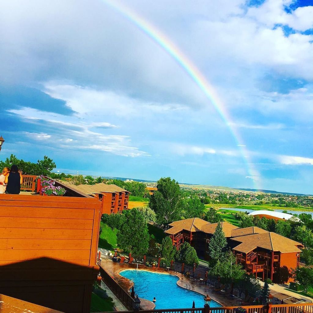 Cheyenne Mountain Resort offers family friendly accommodations close to major Colorado Springs attractions like Pikes Peak and Cheyenne Mountain Zoo. Where to stay in Colorado Springs, best Colorado Resorts