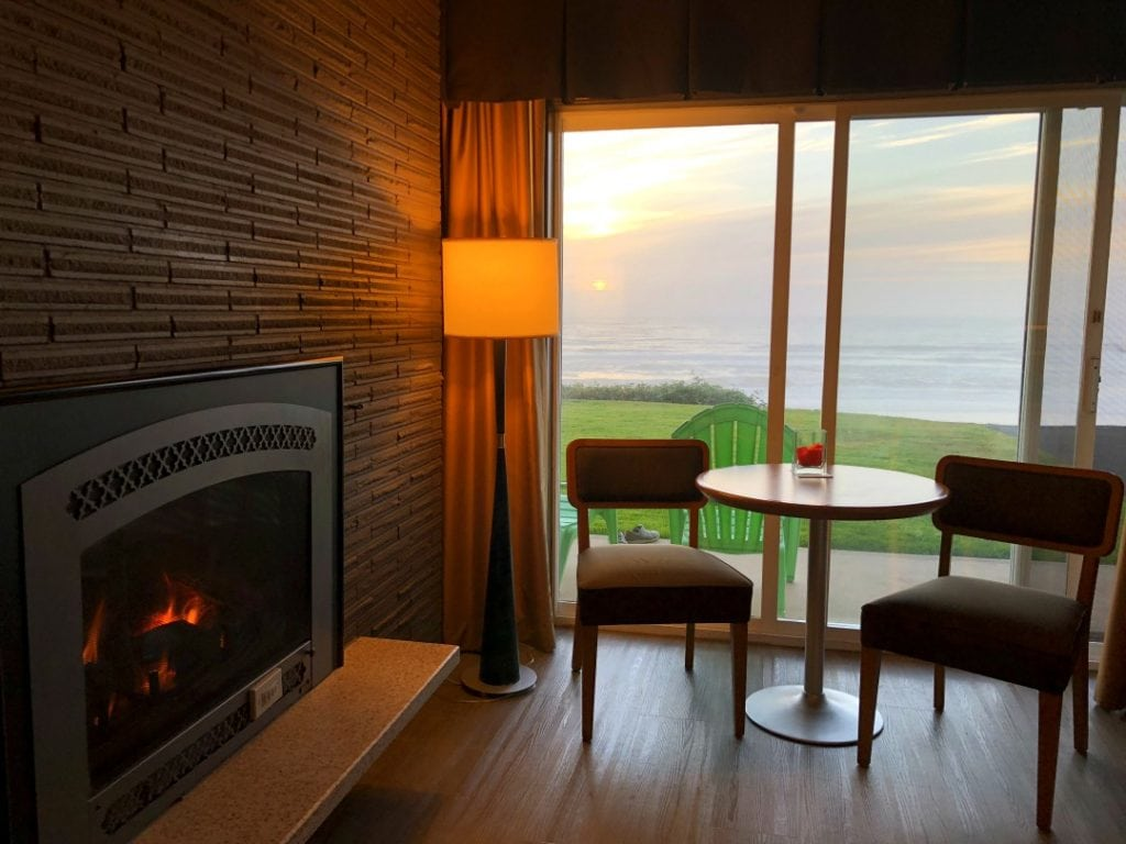 Coho Beachfront Hotel Lincoln City Review, Where to Stay in Lincoln City, Oregon Coast, Best Hotels Oregon Coast, Pet Friendly Hotel Lincoln City