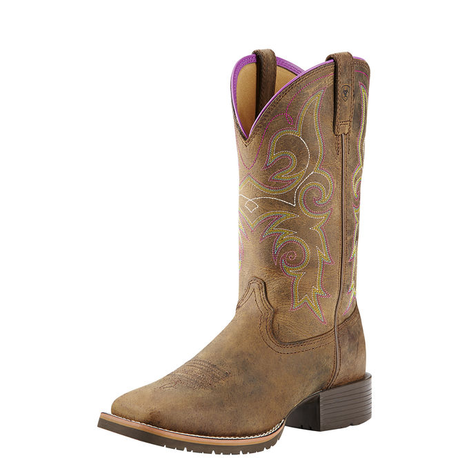 Ariat Rancher Hybrid Boot, How to Dress like the characters on Yellowstone, Beth Dutton style, Yellowstone wardrobe, Travel Friendly rancher style, Packable Cowgirl Hats, How to pack for Equestrian Travel
